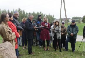 Orla. Ceremonia z oficjalną prezentacją tablicy na cmentarzu żydowskim w Orli – relacja