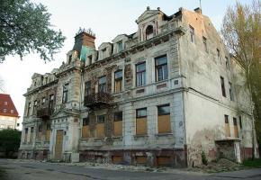 רצף ההריסות נמשך: בפלוצק הורסים את הבניין בו שכן בית ספר יהודי