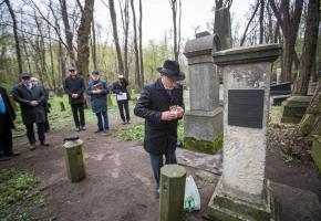 Poles, Jews meet at Michał Landy's grave