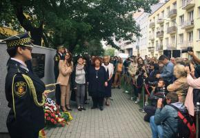 Warszawa. Odsłonięcie tablicy upamiętniającej I. B. Singera